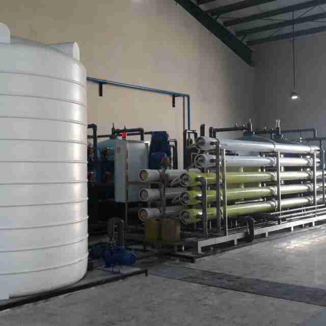 ساخت و تعمیرات تخصصی water Maker ( آب شیرین کن ) دریایی و RO صنعتی